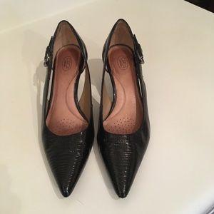 Circa Joan & David Sz 9 Black Pump w/ Kitten Heels
